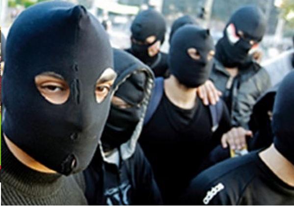 تلاميذ يقتحمون ثانوية باللباس الأفغاني مرددين 'الله أكبر إلى الجهاد'